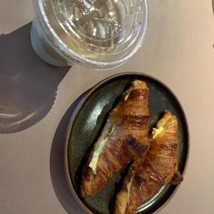 この前おしゃんなカフェ行った時に食べたの!!美味しかった🥐🤤🤤の写真1枚目