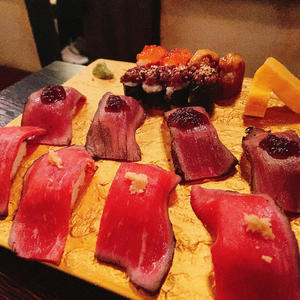 この間たべた肉寿司🤤の写真1枚目