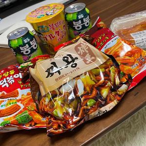 韓国のお菓子、インスタントラーメンすごい美味しくて気に入っています😊の写真1枚目