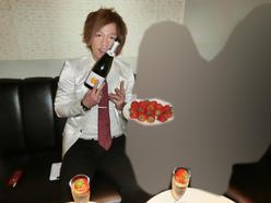 Noelの新人イケメン【早乙女 優】がシャンパンとイチゴと共に上機嫌(^^♪