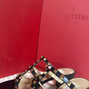 こないだバレンティノのサンダル買いました🤤の写真1枚目