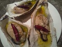 焼き肉弁当と牡蠣の写真