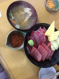 今日は出勤前に海鮮丼たべたよ♡の写真