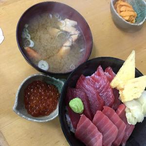 今日は出勤前に海鮮丼たべたよ♡の写真1枚目