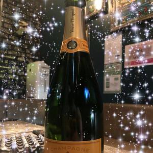 お誕生日のお祝いで入れてもらったシャンパン♡の写真1枚目