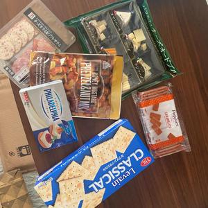 明日大晦日とお正月飲むためにチーズたくさん買いました〜😊✨の写真1枚目