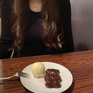 出勤前においしいくまちゃんのガトーショコラ食べてきました🐻💓の写真1枚目