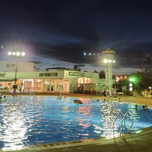 よみうりランドのナイトプール行ってきました〜✨の写真1枚目