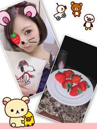 イチゴとポーチ頂きました(∩˃o˂∩)♡の写真
