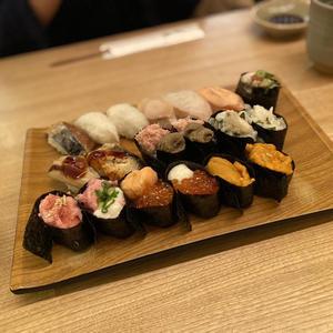 お寿司の写真1枚目