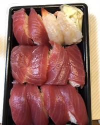 こんにちは〜☀️今日は19:30から出勤です😊今日はお寿司たべました〜いつもマグロしか食べない派で…の写真