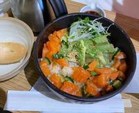 サーモンアボカド丼食べてきました〜!!✨の写真