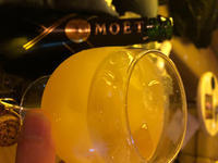 シャングラで頂くシャンパンもありがたいですが、ブランデーグラスで頂くシャンパンはもっとありがたいで…の写真