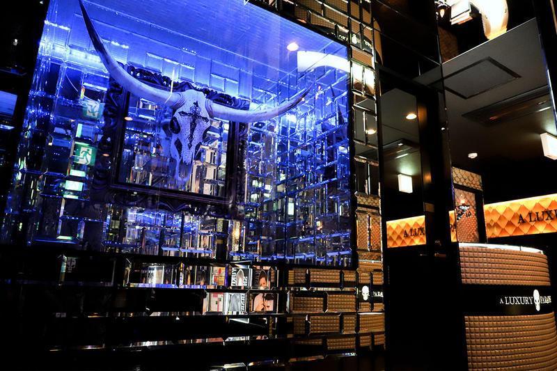 立川ホストクラブ「ラグパラ」店内 スカルのオブジェ