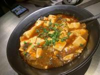 こちら中国の本場の麻婆豆腐になりますが、やっぱマルミヤには勝てなそうです。パイの巣きてね。の写真