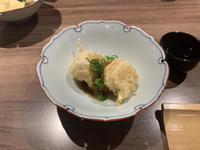 みなさん天ぷらにはなにをお飲みになりますか?わたしは断然、日本酒ですね。はい、お待ちしてます。の写真