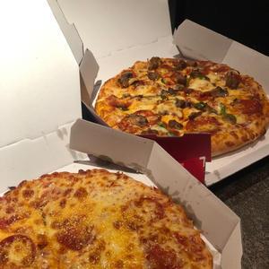 今月のラッキーフードはピザだと思ってる柴﨑です🍕の写真1枚目